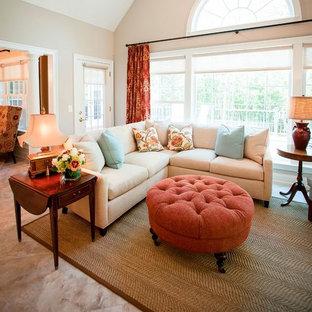 Ispirazione per un soggiorno minimal di medie dimensioni e stile loft con sala formale, pareti beige, parquet scuro, camino classico, cornice del camino in cemento, nessuna TV e pavimento beige