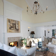 Traditional Living Room by KellyBaron