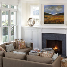 Traditional Living Room by Artistic Designs for Living, Tineke Triggs