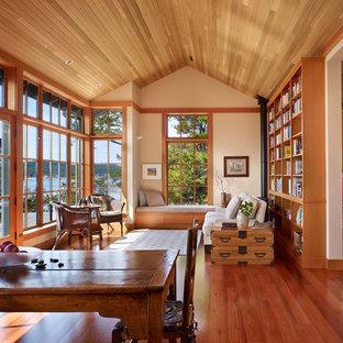 Idéer för att renovera ett vintage vardagsrum, med ett bibliotek