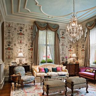 Réalisation d'un salon tradition fermé avec une salle de réception, un mur multicolore et aucun téléviseur.