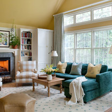 Traditional Living Room by Elizabeth Drake of Drake Interiors Limited