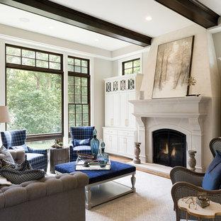 Foto de salón para visitas abierto, tradicional, grande, sin televisor, con paredes beige, suelo de madera en tonos medios, chimenea tradicional, marco de chimenea de piedra y suelo marrón