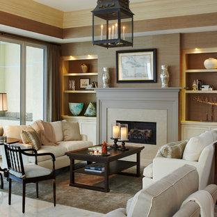 Mittelgroßes, Fernseherloses, Offenes Klassisches Wohnzimmer mit Kamin, beigem Boden, Marmorboden und Kaminsims aus Stein in Miami