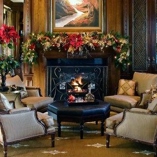 Ispirazione per un soggiorno tradizionale chiuso e di medie dimensioni con sala formale, pareti marroni, nessuna TV e camino classico