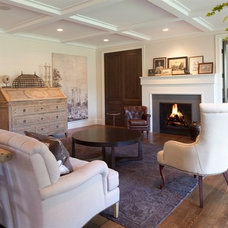 Traditional Living Room by HISTORIC studio