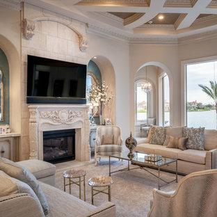 Ispirazione per un grande soggiorno classico aperto con sala formale, pareti beige, pavimento in gres porcellanato, pavimento beige e camino classico