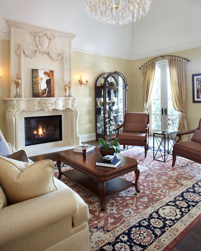 Traditional Living Room by PAULINA'S INTERIOR DESIGN