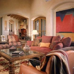 Exemple d'un grand salon sud-ouest américain ouvert avec une salle de réception, un mur beige, moquette, aucune cheminée et aucun téléviseur.