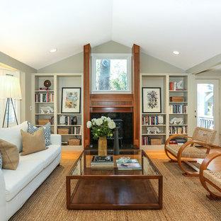 Aménagement d'un salon classique de taille moyenne et ouvert avec un mur vert, un sol en bois brun, une salle de réception et un poêle à bois.