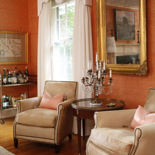 ローリーの大きいトラディショナルスタイルのおしゃれなLDK (フォーマル、オレンジの壁、淡色無垢フローリング) の写真