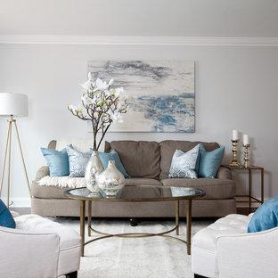 Esempio di un piccolo soggiorno tradizionale chiuso con sala formale, pareti grigie, pavimento in bambù e pavimento marrone