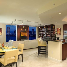 Modern Family Room by Weiss Design Group, Inc.