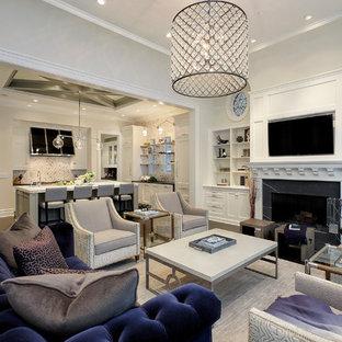 Idéer för vintage vardagsrum, med ett finrum, grå väggar, mörkt trägolv, en standard öppen spis och en väggmonterad TV