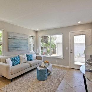 Idee per un piccolo soggiorno tradizionale chiuso con sala formale, nessuna TV, pareti beige, pavimento con piastrelle in ceramica, nessun camino e pavimento beige