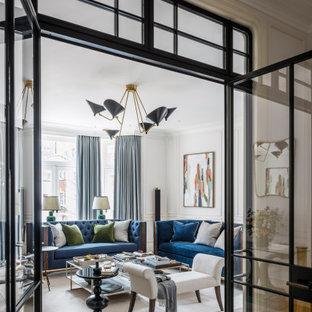ロンドンの広いトランジショナルスタイルのおしゃれな独立型リビング (フォーマル、白い壁、淡色無垢フローリング、テレビなし、マルチカラーの床、格子天井、パネル壁) の写真