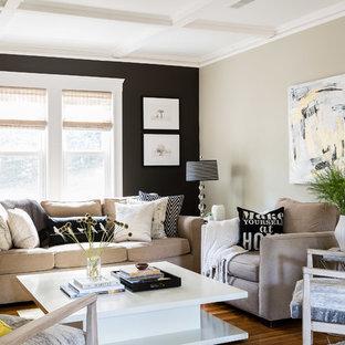 Diseño de salón para visitas cerrado, clásico renovado, de tamaño medio, con paredes multicolor, suelo de madera oscura y suelo marrón
