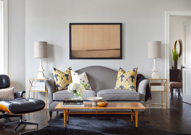 Transitional Living Room by STUDIO GILD