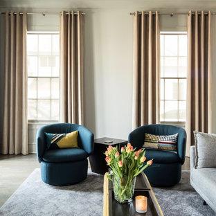 アトランタの大きいエクレクティックスタイルのおしゃれなリビング (グレーの壁、濃色無垢フローリング、標準型暖炉、コンクリートの暖炉まわり、グレーの床) の写真