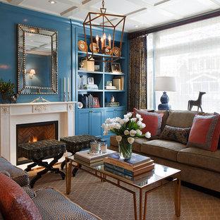 Bild på ett mellanstort vintage separat vardagsrum, med ett finrum, blå väggar, mellanmörkt trägolv och en standard öppen spis