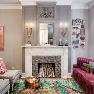 Cette image montre un salon design avec une salle de réception, un mur gris, une cheminée standard et un manteau de cheminée en carrelage.