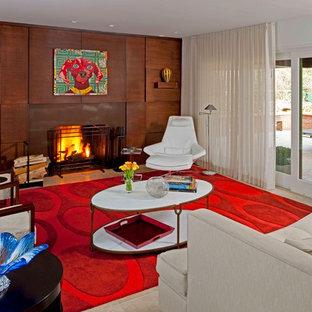 Modelo de salón abierto, vintage, de tamaño medio, sin televisor, con paredes marrones, suelo de baldosas de cerámica, chimenea tradicional y marco de chimenea de madera