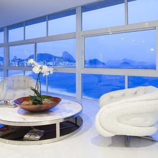 Esempio di un soggiorno minimal aperto con pavimento in marmo