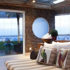 Tropical Living Room by Eduardo Raimondi . Fotografia de Arquitetura