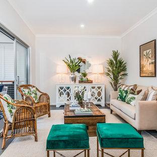Inspiration för ett tropiskt vardagsrum, med vita väggar