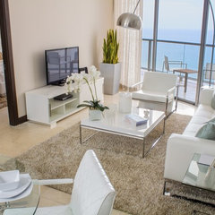 modern living room by Lindsay Pumpa Design