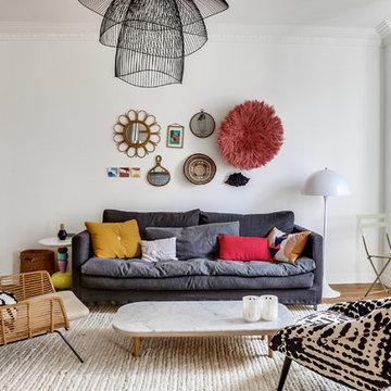 Un salon éclectique dans un appartement au Père Lachaise de 80m2