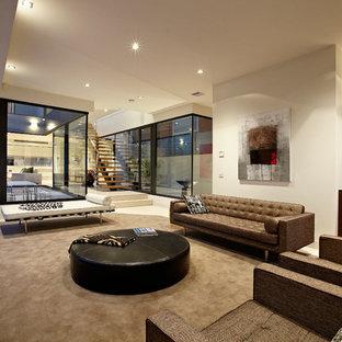 Geräumiges Modernes Wohnzimmer mit weißer Wandfarbe in Melbourne