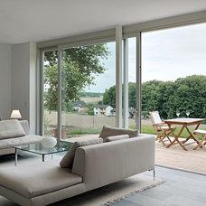 Modern Living Room by LA Leicht