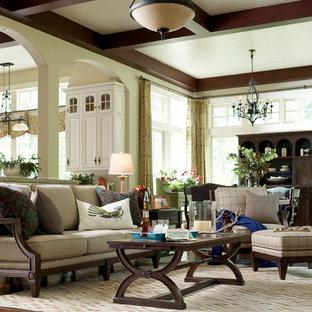 Immagine di un grande soggiorno rustico aperto con sala formale, pareti verdi, parquet scuro e nessuna TV