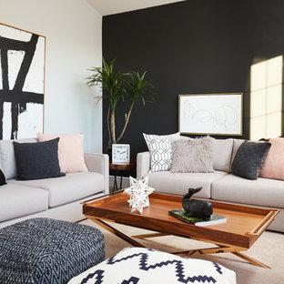 Ispirazione per un piccolo soggiorno classico chiuso con pareti nere, moquette, pavimento beige e sala formale