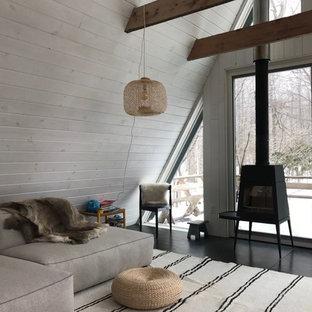 Foto de salón tipo loft, de estilo de casa de campo, pequeño, con paredes blancas, estufa de leña y suelo negro