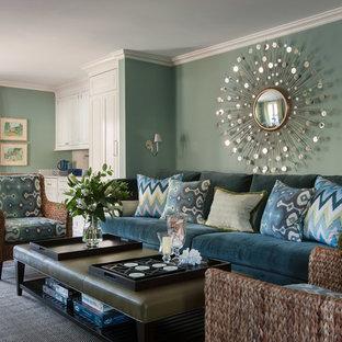 Ispirazione per un grande soggiorno chic aperto con parquet scuro, pareti verdi, nessun camino e pavimento marrone