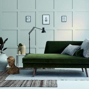 サリーの中サイズのコンテンポラリースタイルのおしゃれなLDK (フォーマル、緑の壁、塗装フローリング、暖炉なし、テレビなし) の写真