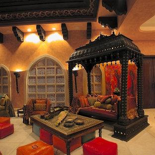 Ejemplo de salón mediterráneo con paredes beige