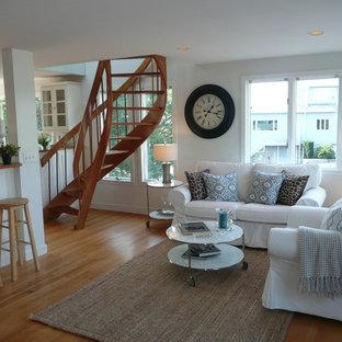 ボストンの小さいビーチスタイルのおしゃれなLDK (白い壁、淡色無垢フローリング、標準型暖炉、木材の暖炉まわり、テレビなし、フォーマル、茶色い床) の写真