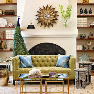 Diseño de salón para visitas abierto, actual, de tamaño medio, sin televisor, con paredes blancas, suelo de baldosas de terracota, chimenea tradicional y marco de chimenea de yeso