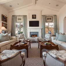 Traditional Living Room by Camelot Homes