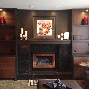 Imagen de salón cerrado, de estilo zen, de tamaño medio, sin televisor, con parades naranjas, moqueta, chimenea tradicional y marco de chimenea de piedra