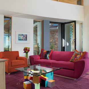 Immagine di un soggiorno design di medie dimensioni e aperto con pareti bianche, pavimento in cemento, camino ad angolo, cornice del camino in metallo, TV a parete e pavimento beige