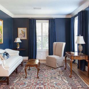 他の地域の中サイズのヴィクトリアン調のおしゃれな独立型リビング (フォーマル、青い壁、無垢フローリング、テレビなし、標準型暖炉、タイルの暖炉まわり) の写真