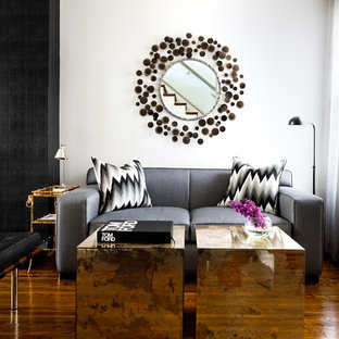 Modelo de salón contemporáneo con paredes blancas y suelo de madera oscura