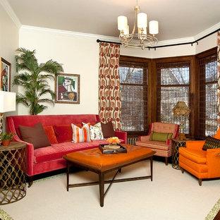 Imagen de salón cerrado, clásico, de tamaño medio, sin televisor, con paredes beige, suelo de madera oscura, chimenea de esquina y marco de chimenea de baldosas y/o azulejos