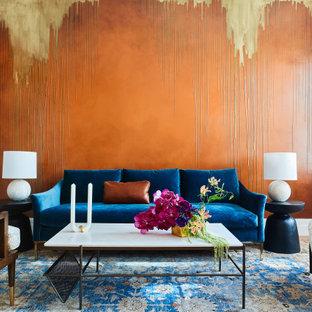 Inspiration för mellanstora eklektiska separata vardagsrum, med ett finrum, orange väggar och mellanmörkt trägolv