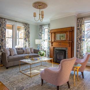 Inspiration pour un grand salon victorien fermé avec une cheminée standard, une salle de réception, un mur vert, un sol en bois brun, un manteau de cheminée en pierre et aucun téléviseur.