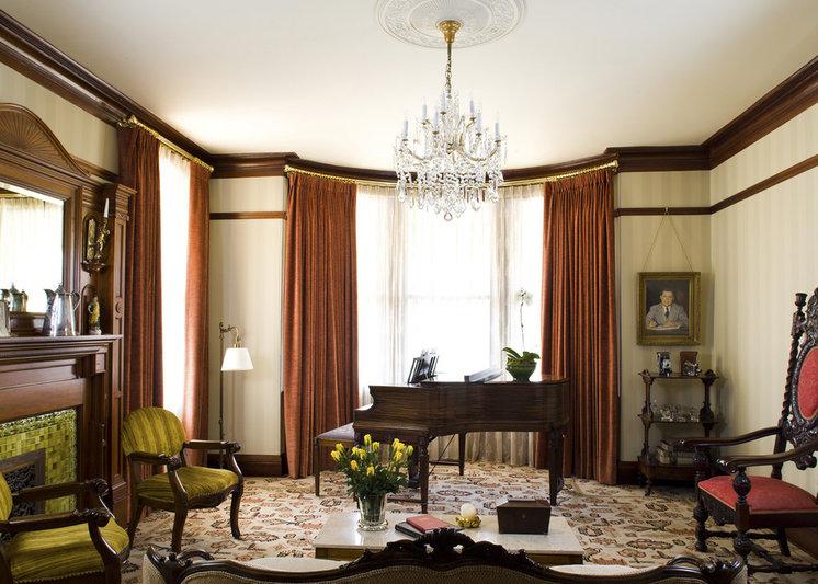 Victorian Living Room by Siemasko + Verbridge